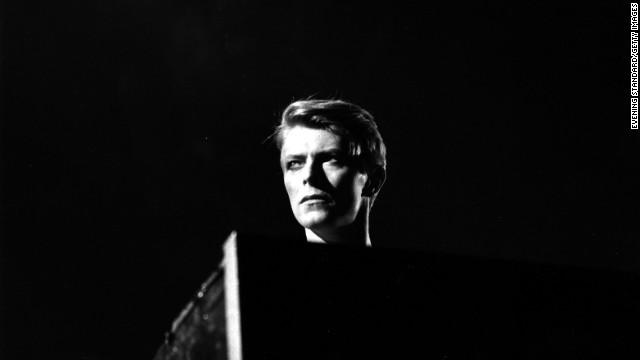 David Bowie, marcado por el futbol americano y un lío de faldas