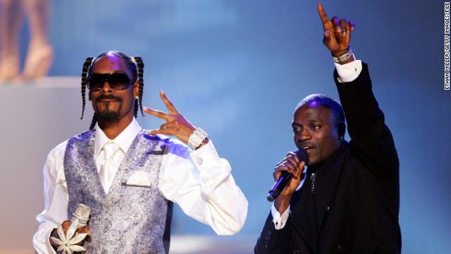 "Snoop Dogg and Akon perform at the 2006 American Music Awards in Los Angeles. Snoop featured on Akon's U.S. number one hit ""I Wanna Love You."""