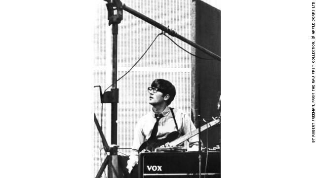 Yoko Ono muestra en Twitter las gafas ensangrentadas de John Lennon