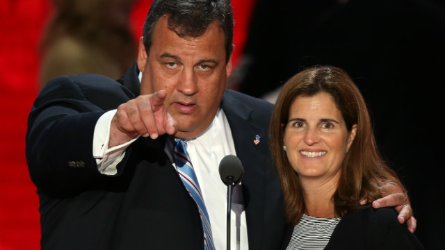 Christie defends wife against Sandy relief criticism