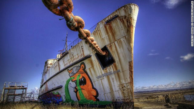 The first paintings to appear were of orange and blue pirates on the ship's bow, created by Latvian artist KIWIE. Each pirate is nine meters tall and includes the dates the ship was built (1956) and docked in Llanerch-y-Mor (1979).