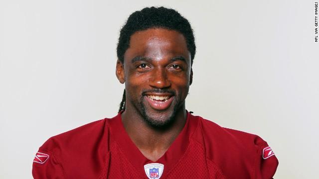 Un jugador de la NFL, Donte Stallworth, herido cuando su globo aerosático se incendió