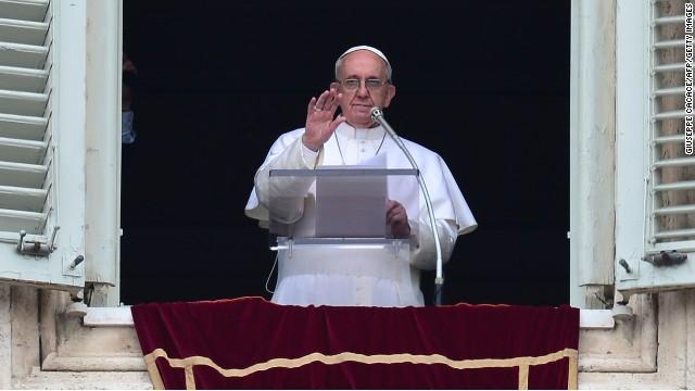 El papa Francisco reza su primer Ángelus