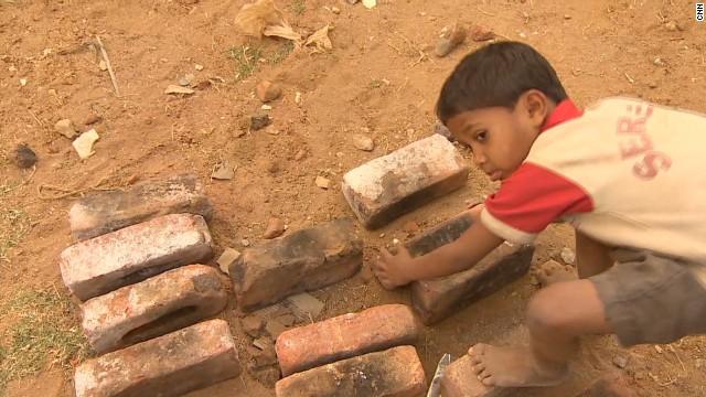 Niños de tres años esclavizados en un horno de ladrillos