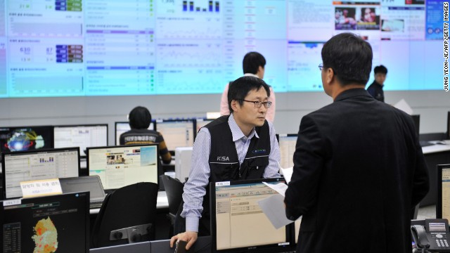 Members of the Korea Internet Security Agency (KISA) check on cyber attacks at a briefing room of KISA in Seoul on March 20, 2013. 