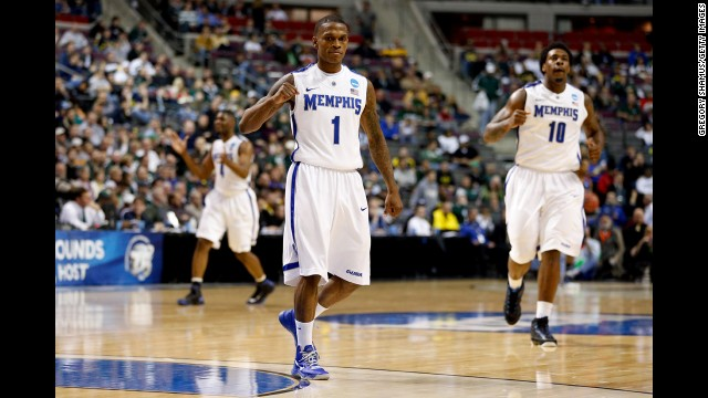 Joe Jackson of Memphis, No. 1, reacts with his teammates during the game against St. Mary's on March 21.