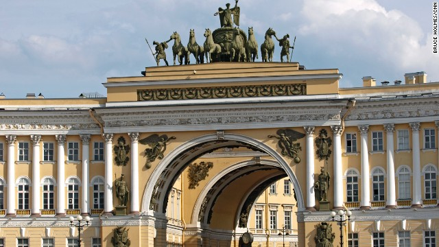 Across the square from the Winter Palace stands the neoclassical General Staff Building, with its triumphal arch adorned with a bronze sculpture of Victory in her six-horsed chariot, commemorating the Russian victory over Napoleonic France in the War of 1812.