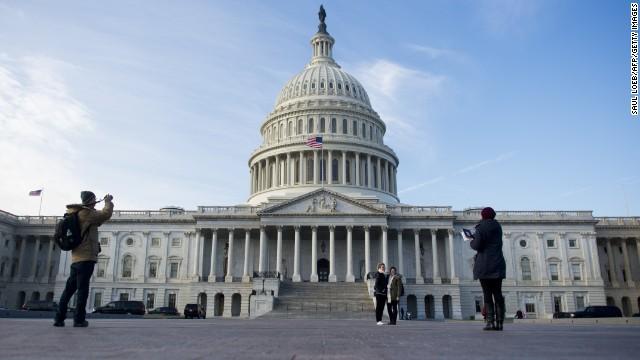Senadores acuerdan puntos clave del proyecto de reforma inmigratoria en EE.UU.