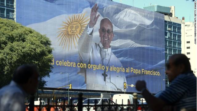 Un póster de casi 90 metros celebra al papa Francisco en Buenos Aires