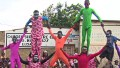 'Barefoot' acrobats show their colors
