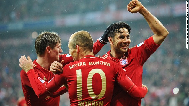 Claudio Pizarro (right) scored for goals in Bayern Munich's 9-2 mauling of Hamburg on Saturday.