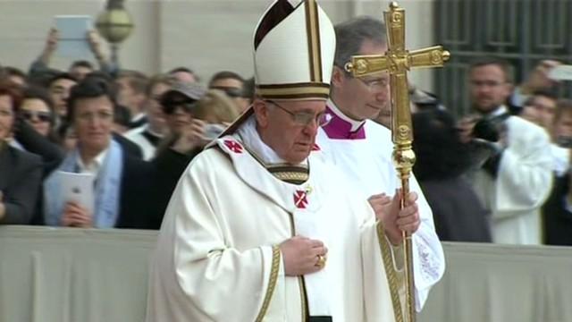 Francisco pide paz en los países en guerra durante su primer Domingo de Resurrección