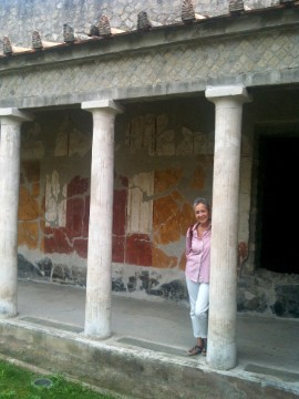 Iris Carulli knows Rome and its art, from ancient times to present day.