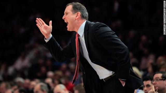 Despiden al entrenador de los Rutgers tras revelarse un video que muestra sus abusos