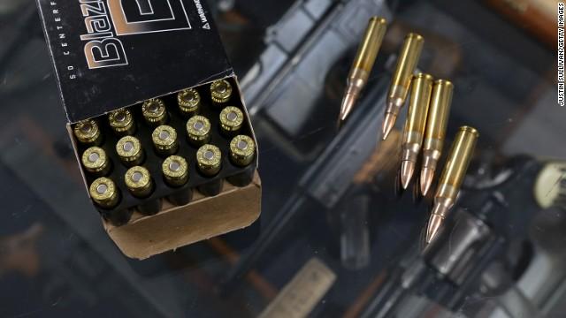 Connecticut, sacudido por una masacre aprueba estrictas leyes para control de armas