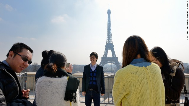 Chinese tourists world's top spenders