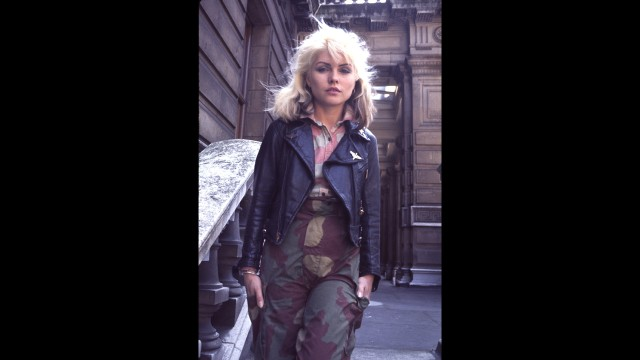 Through her bold sartorial stylings, Deborah Harry, the lead singer of Blondie, showed that tomboys can be sexy, too. Harry wasn't afraid to mix military fatigues with leather, denim or jewelry. She also showed that tomboy style isn't just about wearing men's clothes; it's about being independent, bold and fearless.