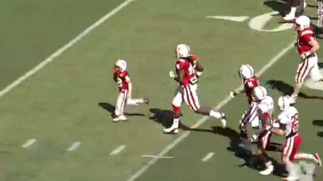 """Un niño de 7 años con cáncer cerebral anota un """"touchdown"""" de 69 yardas"""