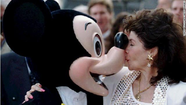 """Muere Annette Funicello, miembro de """"El club de Mickey Mouse"""" original"""