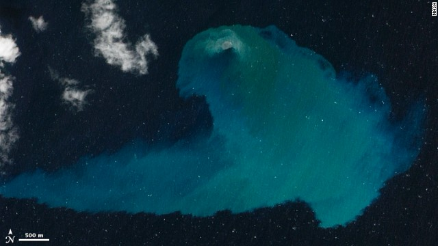 La erupción de un volcán submarino, la foto del año de la NASA