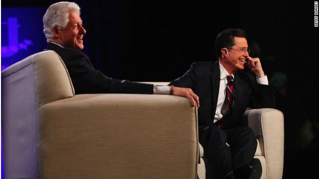 """El humorista Stephen Colbert """"obliga"""" al expresidente Clinton a entrar a Twitter"""