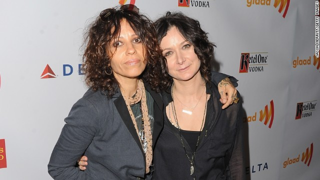 Sara Gilbert announced that she is engaged to rock musician Linda Perry on