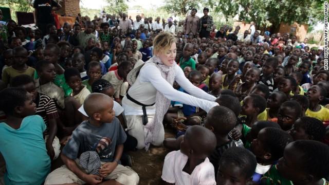 Madonna, en una amarga guerra de palabras con el gobierno de Malawi