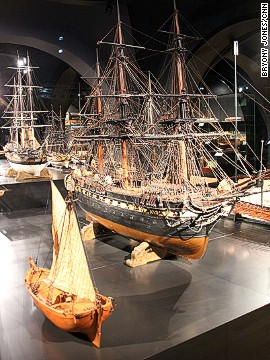 The museum's special collections, of weapons, fashion and jewellery, Dutch porcelain and musical instruments are displayed in the crypt-like basement. Here, a fleet of model ships sail across the room.