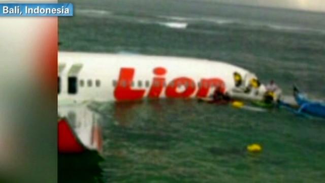 Todos los pasajeros de un avión sobreviven a un accidente en Bali