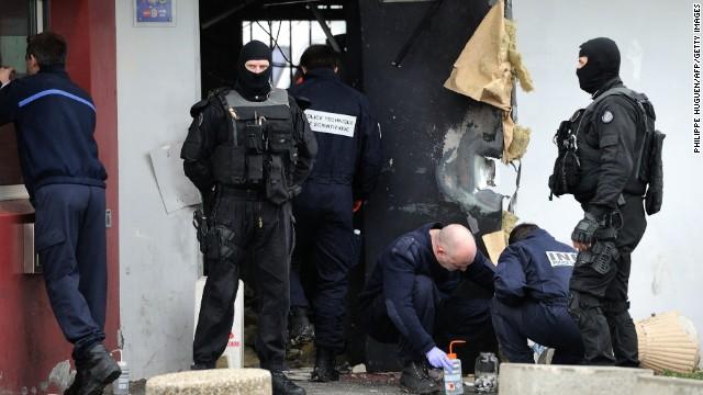 Autoridades en Europa buscan al criminal más famoso de Francia tras su fuga