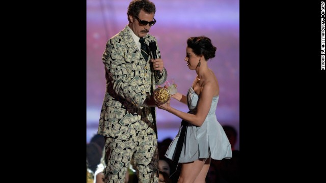 Aubrey Plaza provides the<a href='http://marquee.blogs.cnn.com/2013/04/15/aubrey-plaza-stage-crashes-mtv-movie-awards/'> head-scratching moment of the night</a> when she hops up on the stage and tries to take Will Ferrell's Golden Popcorn statue.