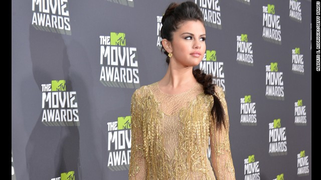 Bindi-less Selena Gomez pleases critics