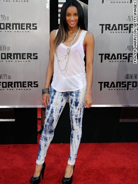 Singer Ciara's leggings work because they're paired with a long tank.