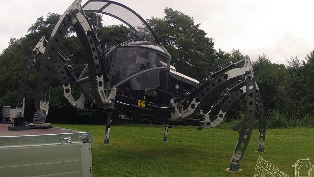 Mantis stands 2.8 meters (9.1 feet) tall and can be piloted manually from inside or remotely using Wi-Fi.