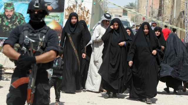 Iraqis vote amid violence