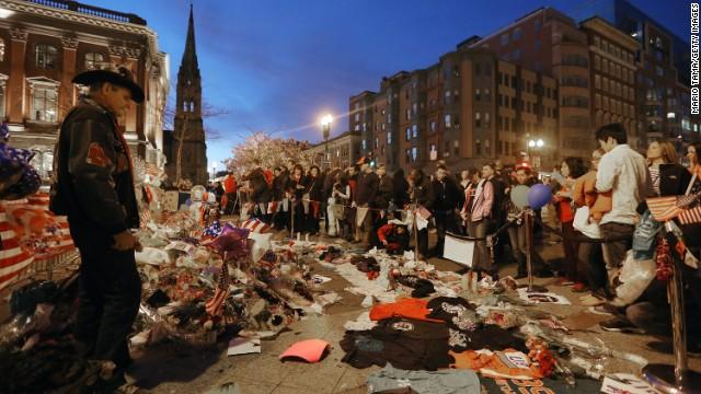 Boston honra a las víctimas de la maratón, a una semana del atentado