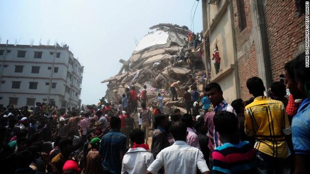 8 detenidos tras el derrumbe mortal de un edificio en Bangladesh