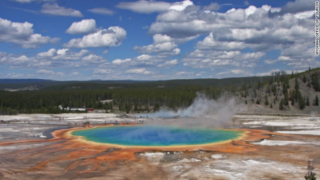 For sheer diversity, Yellowstone National Park has to be among the United States' best natural wonders. Contained within a 9,000-kilometer-squared chunk of Wyoming, the world's first national park contains half of the globe's known geothermal features, and is home to an equally impressive array of wildlife including grizzlies, wolves and bison.