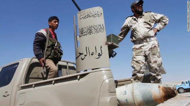Rebeldes atacan varios aeropuertos militares de Siria, dice la oposición