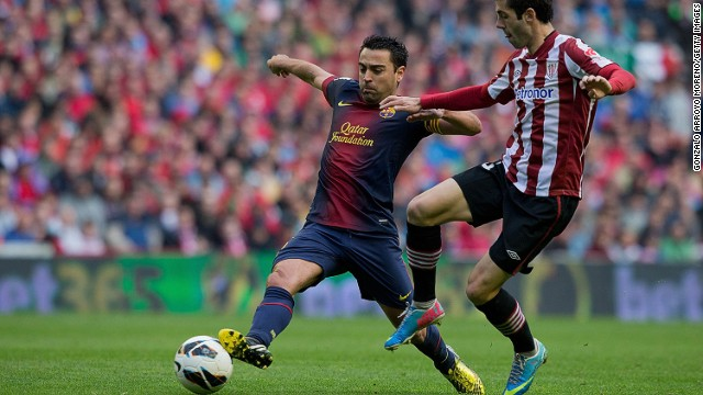 Barcelona's Xavi (L) competes with Bilbao's Aymeric Laporte during the 2-2 draw on Saturday.