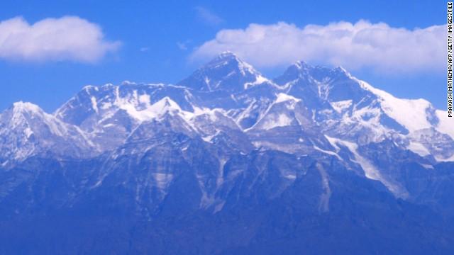 El alpinista mexicano David Liaño conquista el Everest por sus dos caras