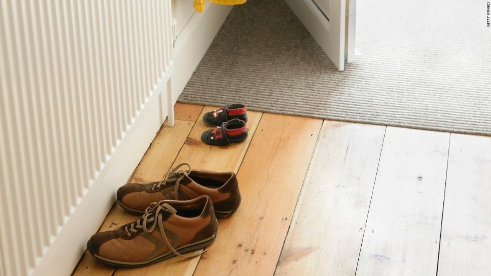 Quítate los zapatos en casa