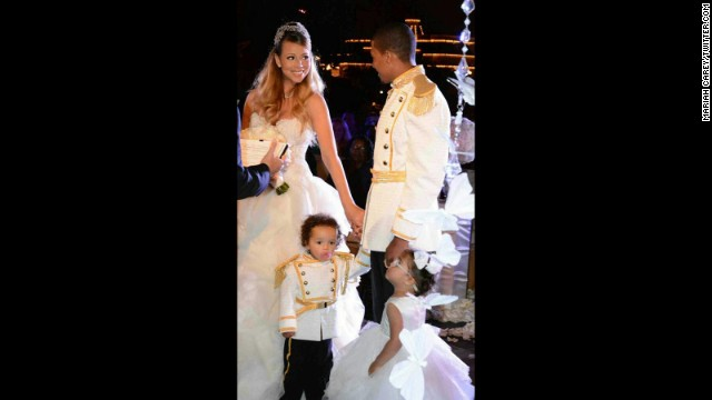 Mariah, Nick Cannon renew vows at Disneyland