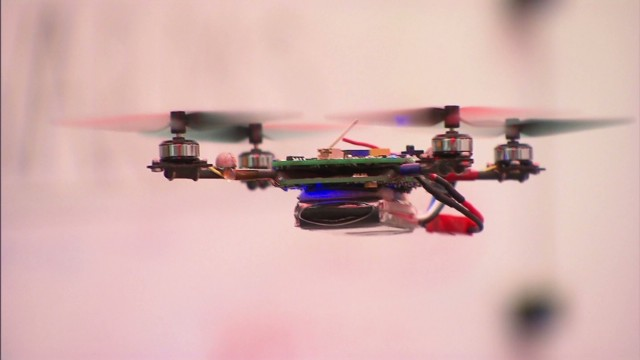 Ingenieros crean pequeños robots voladores completamente autónomos