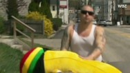 RidicuList: Man loses life savings, but wins banana