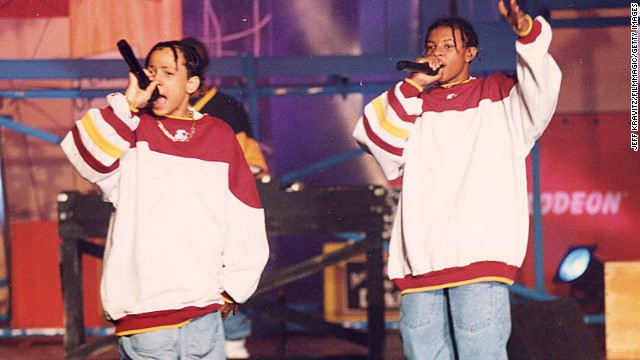 "<a href='http://www.cnn.com/2013/05/01/showbiz/georgia-chris-kelly-obituary/index.html'>Chris Kelly</a>, one-half of the 1990s rap duo Kris Kross, died on May 1 at an Atlanta hospital after being found unresponsive at his home, the Fulton County medical examiner's office told CNN.<!-- --> </br>Kelly, right, and Chris Smith shot to stardom in 1992 with the hit ""Jump."""