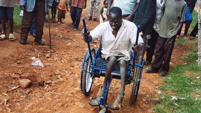 La silla de ruedas todoterreno, una oportunidad para los pobres con discapacidad