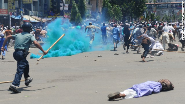 Islamist protesters run as Bangladeshi police fire rubber bullets on May 5.