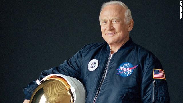 Buzz Aldrin quiere una lotería para seleccionar a viajeros para ir al espacio