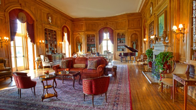 "Today, Oheka Castle houses a hotel, where rates range from $395 to $1,095. There's a <a href='http://www.oheka.com/weekday_packages/' target='_blank'>""Gatsby""-themed package</a> available, and <a href='http://www.oheka.com/tours/' target='_blank'>public tours are offered by appointment.</a> In the 1920s, Kahn and his family hosted lavish parties for the rich, famous and well-connected in the 127-room chateau. At one time the family employed 126 full-time servants."